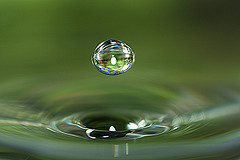 macro_water_drop_by_hypergurl.jpg
